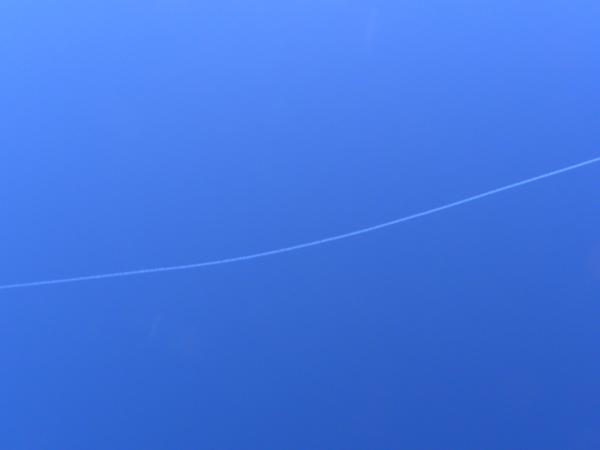青い飛行雲01.jpg